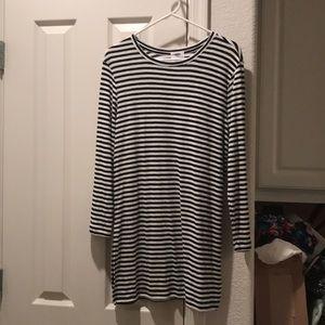 Old Navy striped long sleeve dress. Medium new!!!